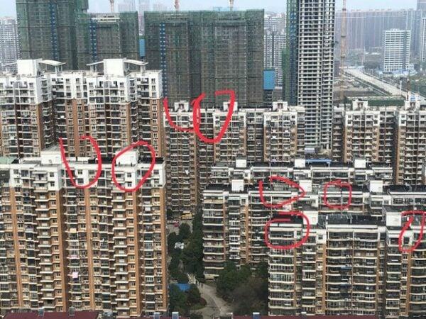 習近平抵達武漢東湖庭園小區,當地屋頂佈滿狙擊手。(圖片來源:自由亞洲電台)