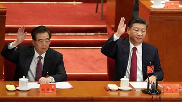 圖為胡錦濤(左),和習近平。示意圖。(Lintao Zhang / Getty Images)