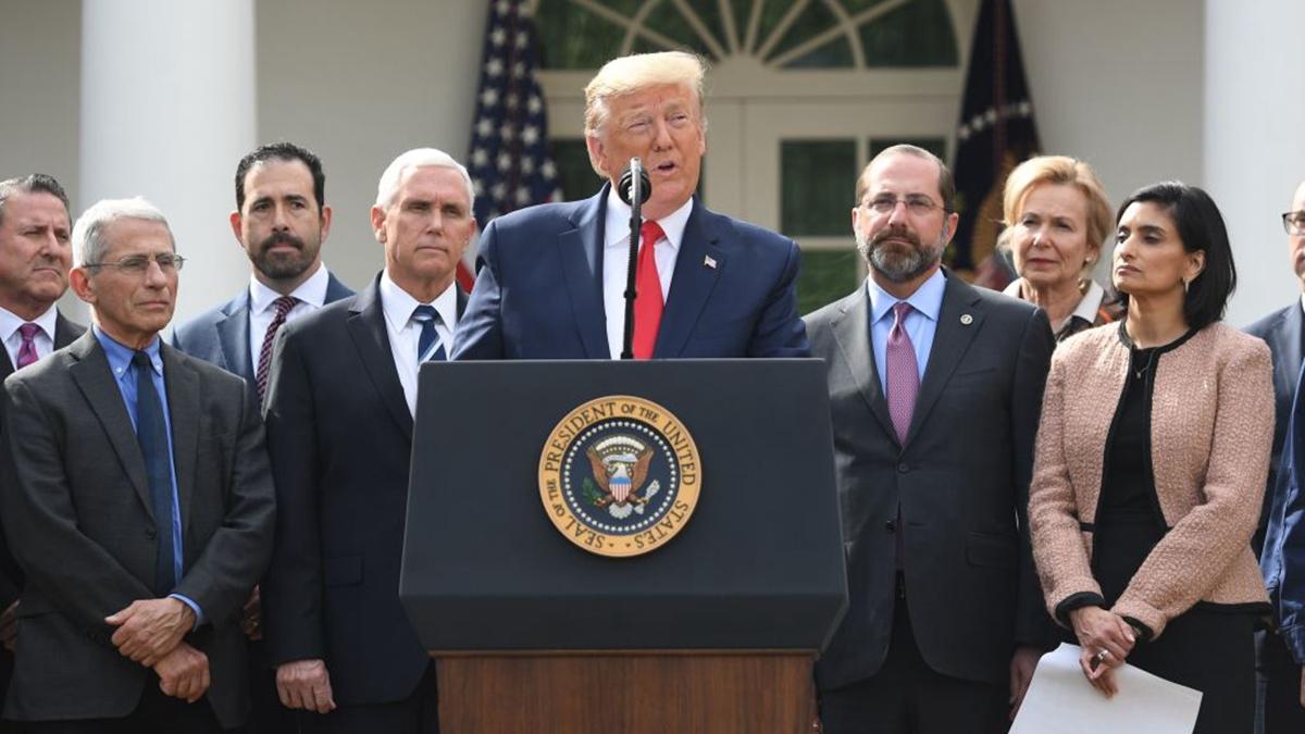 2020年3月13日,特朗普在白宮玫瑰園召開新聞發佈會,宣佈國家緊急狀態。(SAUL LOEB/AFP via Getty Images)