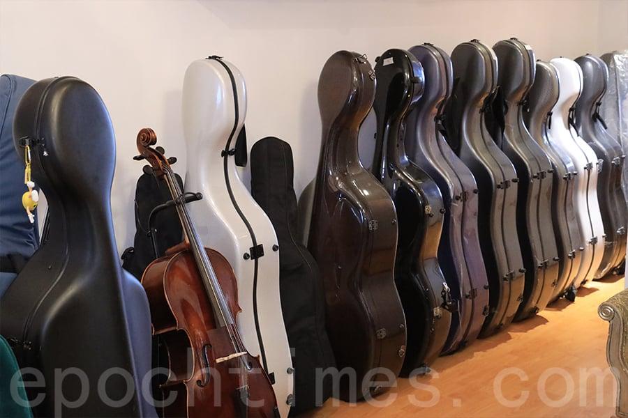 黃家立在工作室中開大提琴培訓班,希望下一代承傳古典音樂的精髓。(陳仲明/大紀元)