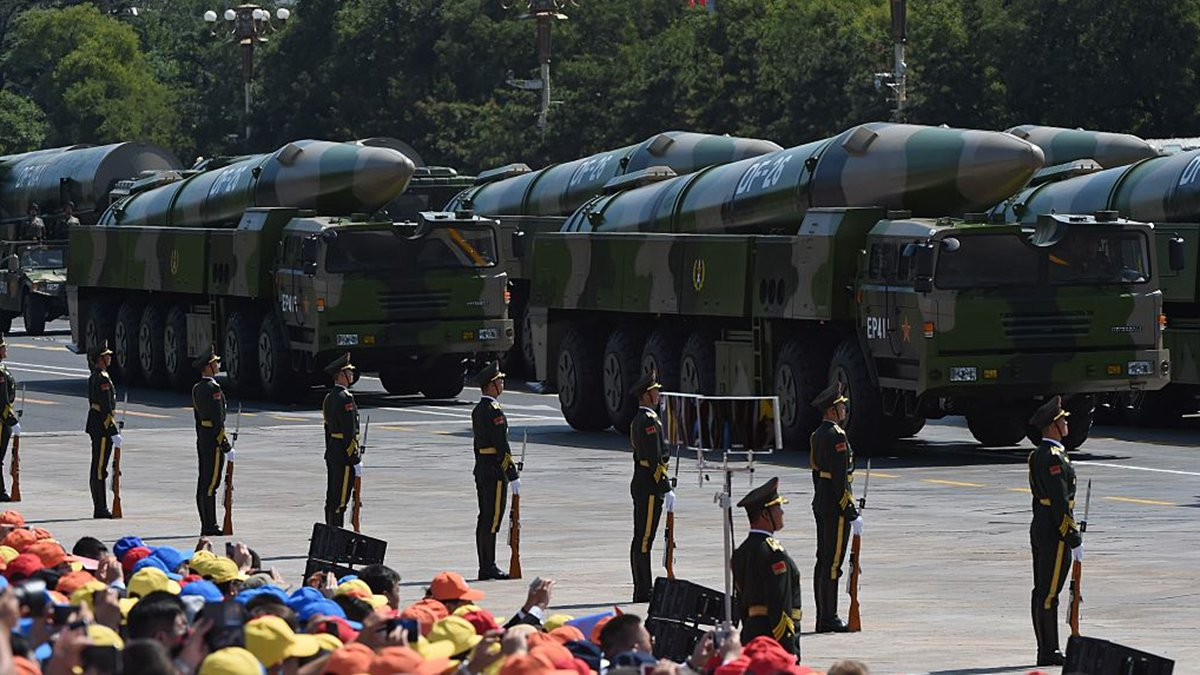 2015年9月3日,東風-26導彈出現在北京閱兵式上。(GREG BAKER/AFP via Getty Images)
