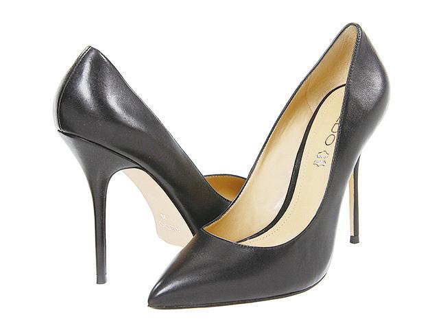 黑色高跟鞋是百搭鞋,女士們必備的單品。(網絡圖片)