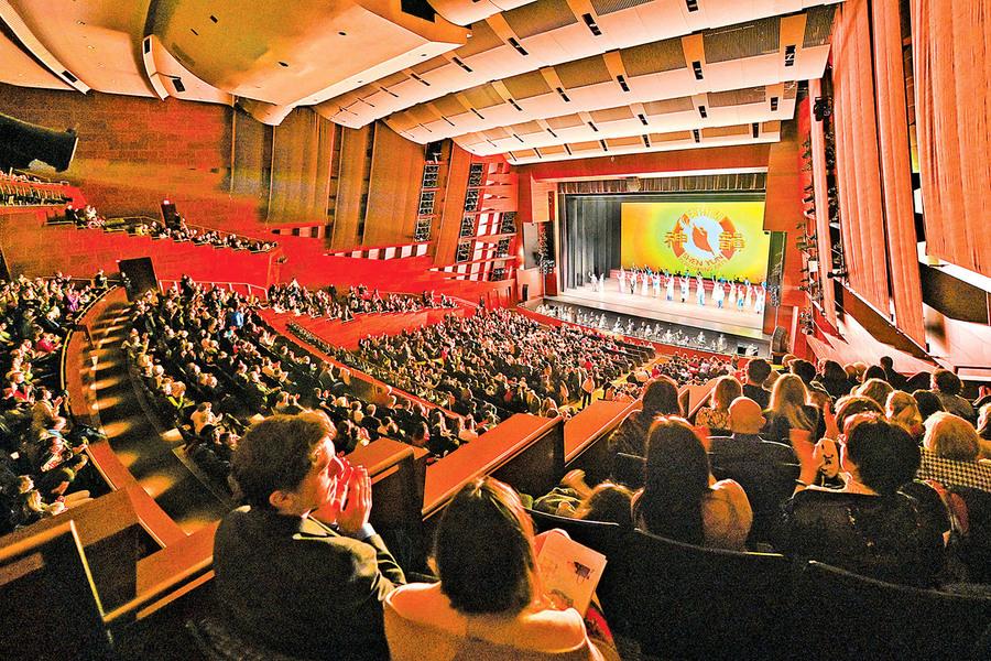 神韻震撼卡加利觀眾 華人:人應遵循神的指導