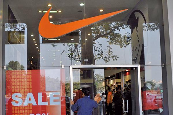 為遏制武漢肺炎疫情的傳播,美國體育用品大廠耐克(Nike)15日表示,將關閉其在美國及全球多個地區的門店。(AFP)