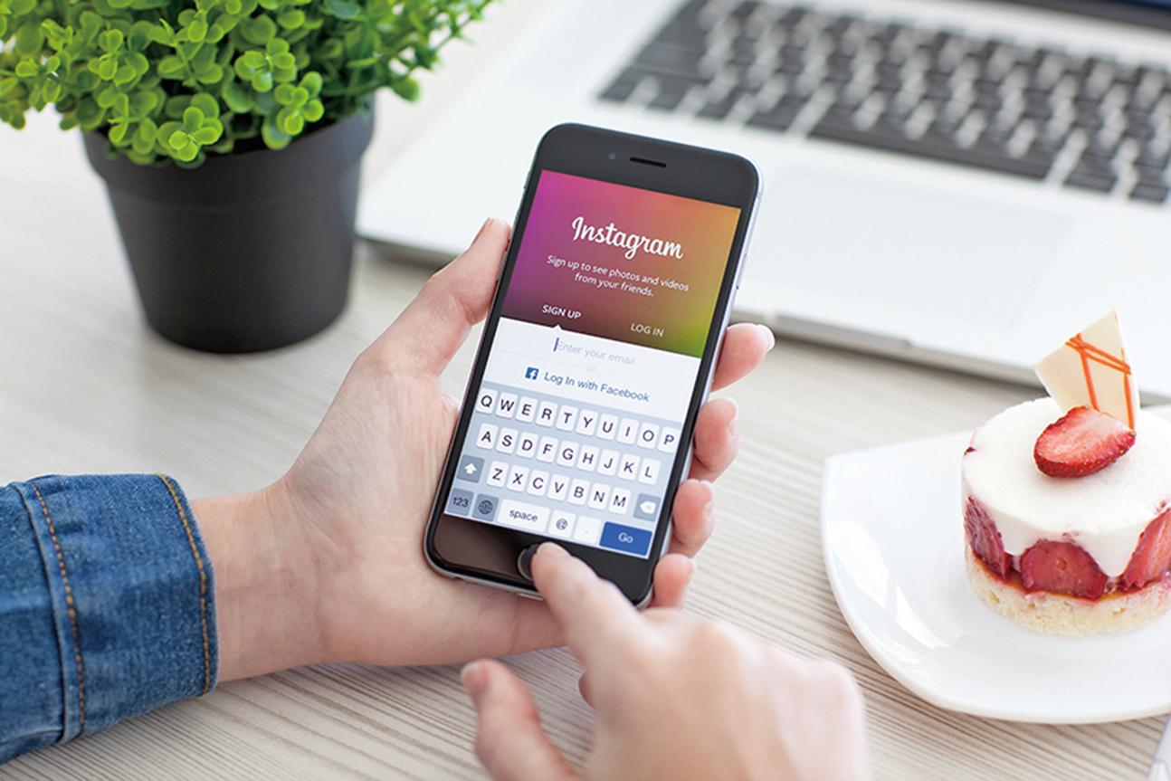 研究發現,普通美國人每天可能會查看智能手機50次以上。(Shutterstock)