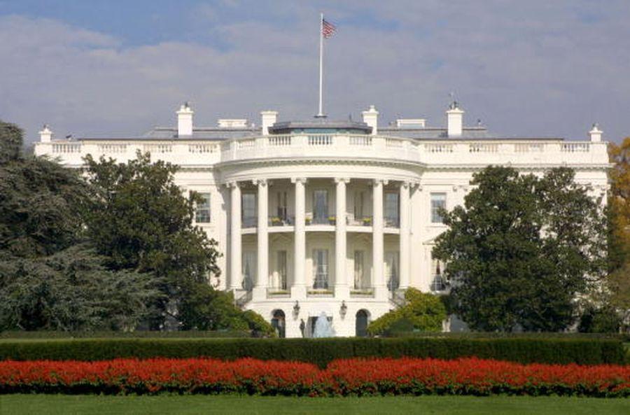 消息人士稱,白宮正在起草對美國航空公司的援助方案。圖為美國白宮。(Alex Wong/Newsmakers)
