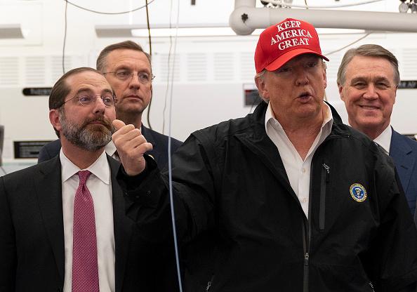 特朗普批評華盛頓州長伊斯利處理疫情不利, 指他是一條蛇 (JIM WATSON/AFP via Getty Images)