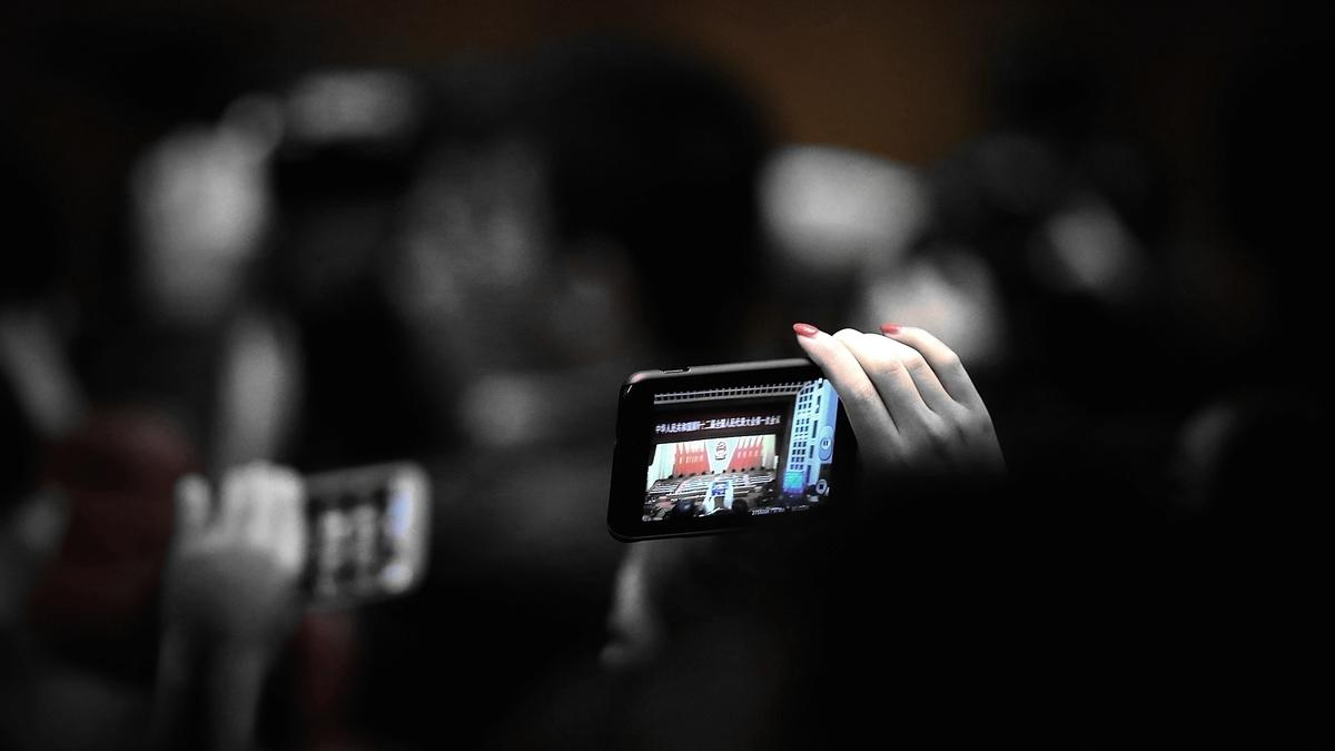 有美媒說,中共設立了新警種,以懲罰、報復網上討論疫情或批評政府的人。示意圖(Feng Li / Getty Images)