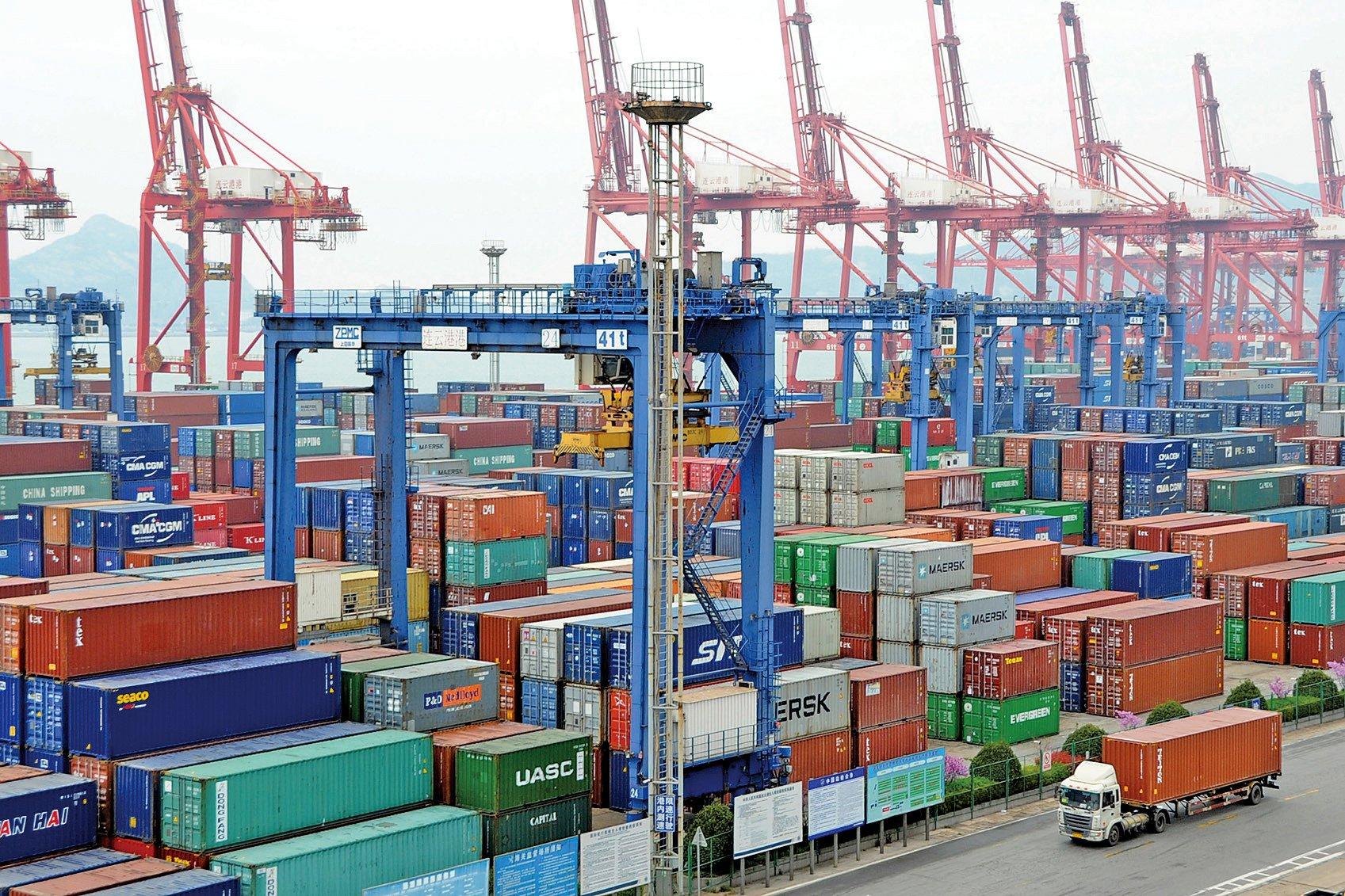 3月18日,日本財務省發佈2月貿易統計顯示,中國面向日本的出口出現銳減,比去年同期下降47.1%,降至6733億日元。(Getty Images)