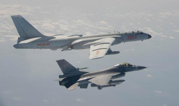 大陸多架戰機罕見深夜飛越西南海域。(台灣國防部)