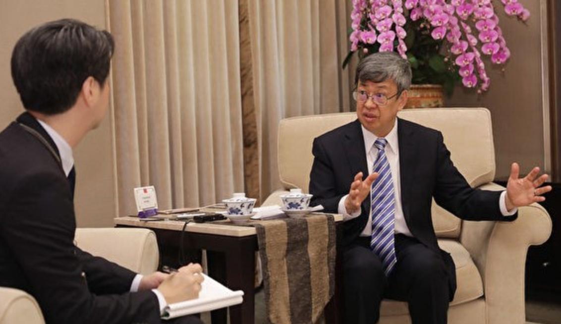 台灣中華民國副總統陳建仁(右)2月26日接受《日本產業經濟新聞社》專訪時說:「台灣若加入世衛有助於預防武漢肺炎。」(總統府)