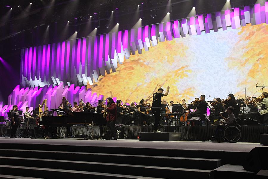 去年11月,香港共融樂團舉辦了首次大型演出「觸感‧色彩共融慈善音樂會」。(受訪者提供)