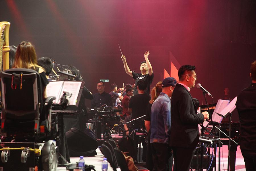 香港共融樂團舉辦了首次大型演出「觸感‧色彩共融慈善音樂會」,身為音樂總監的廖原,在樂團培訓中體會最深的便是彼此之間的配合。(受訪者提供)