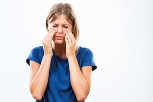 眼睛泛紅與異物感  竟是腦血管疾病引發