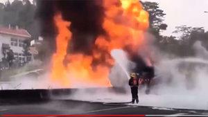 沖天大火從北燒到南 廣深高速深圳段起火