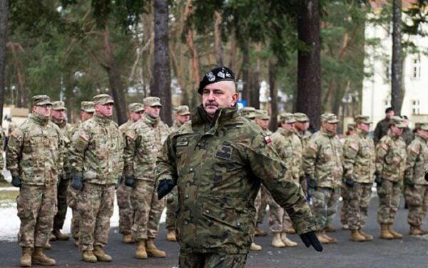 波蘭武裝部隊總司令部指揮官米卡將軍自德國返回後,確診感染中共肺炎。(NATALIA DOBRYSZYCKA/AFP via Getty Images)