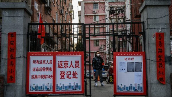 近期多地感染病例急速增長。北京市朝陽區已列為疫情高風險區。(Kevin Frayer/Getty Images)
