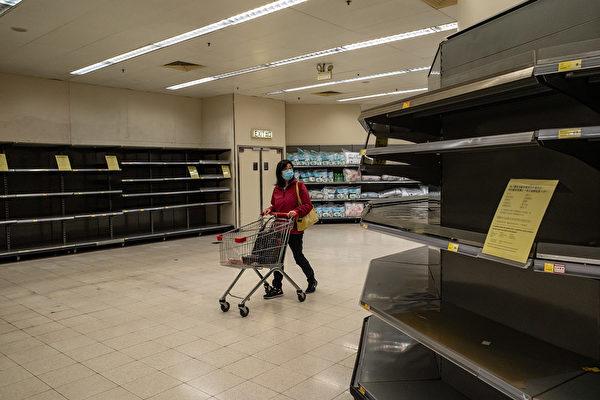中共肺炎疫情重創中國經濟,3月23日,黑色星期一,噩耗頻傳;滬指震蕩收跌3.11%,跌破2700點;中共官方銀行稱今年GDP增長僅2.6%;官方通報廣交會延期。(Anthony Kwan/Getty Images)
