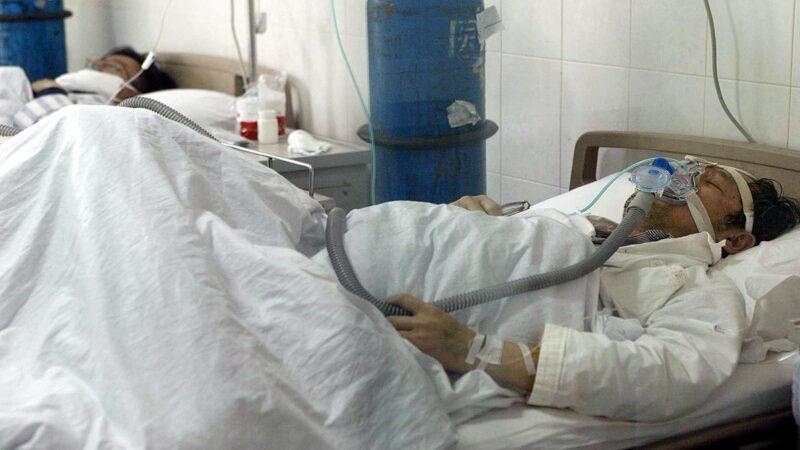 失去母親的武漢居民丁先生譴責中共罔顧60歲以上老人的生命,以確診門檻和限行阻礙救治 。示意圖(FREDERIC J. BROWN/AFP via Getty Images)