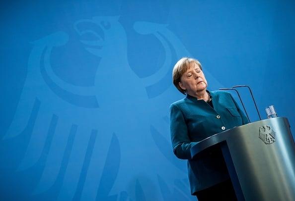 3月22日德國總理默克爾因自己的醫生染疫開始自我隔離。(MICHAEL KAPPELER/POOL/AFP/Getty Images)