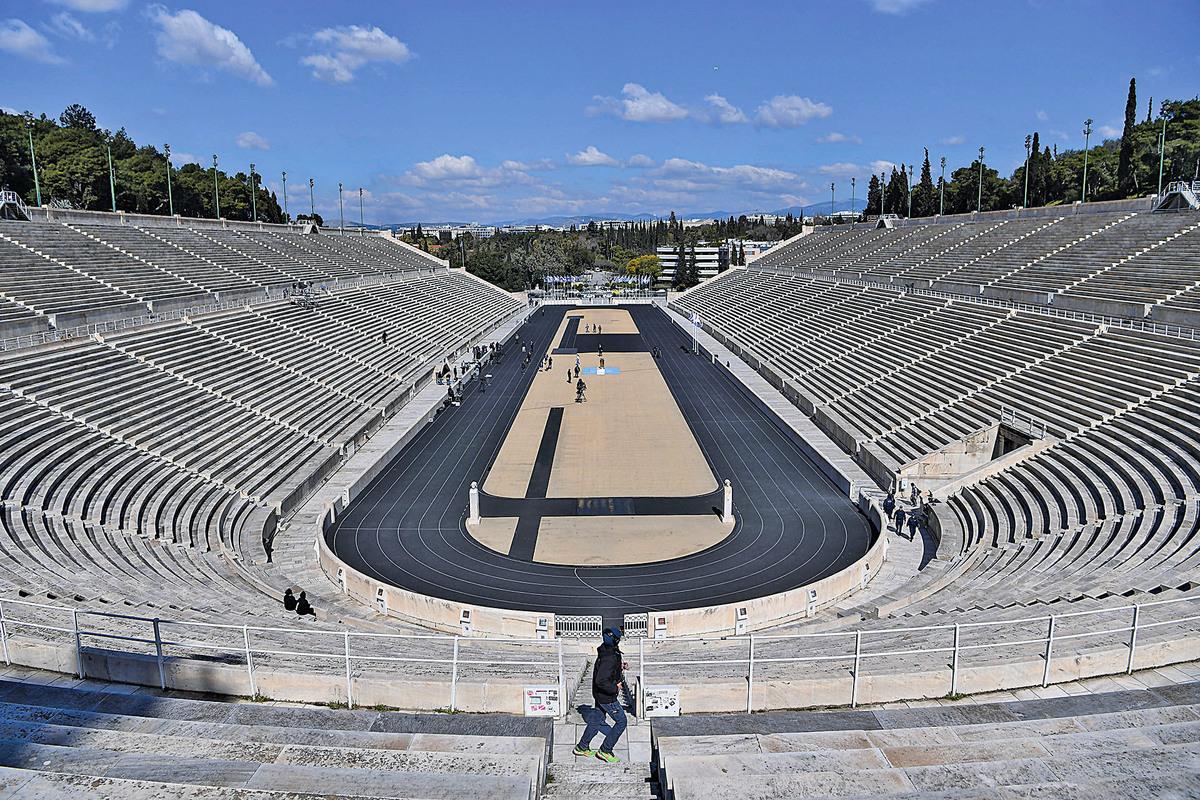 2020年3月19日,接交奧運火炬的場館觀眾席上空空蕩蕩。(Getty Images)