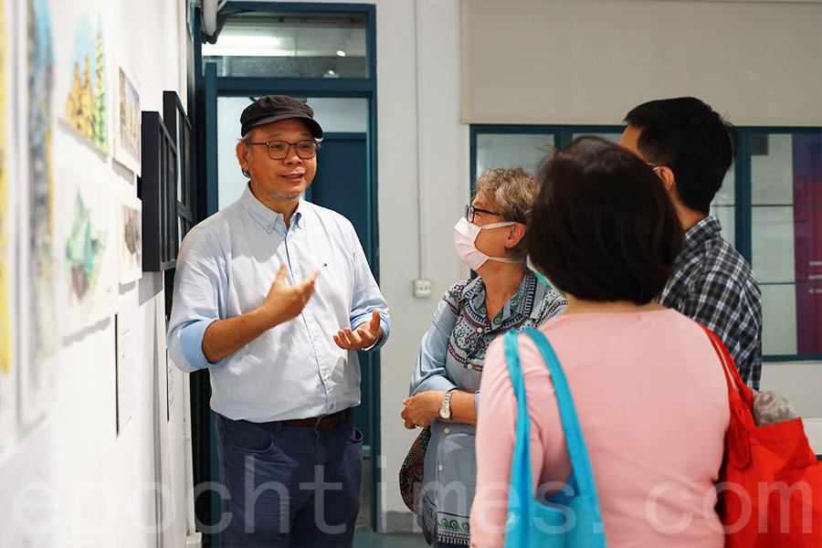 張學敏近日在PMQ元創方舉辦首次個人畫展,為期一個月,以「當城市漸褪」為主題展出多幅記錄香港風貌的作品。(陳仲明/大紀元)