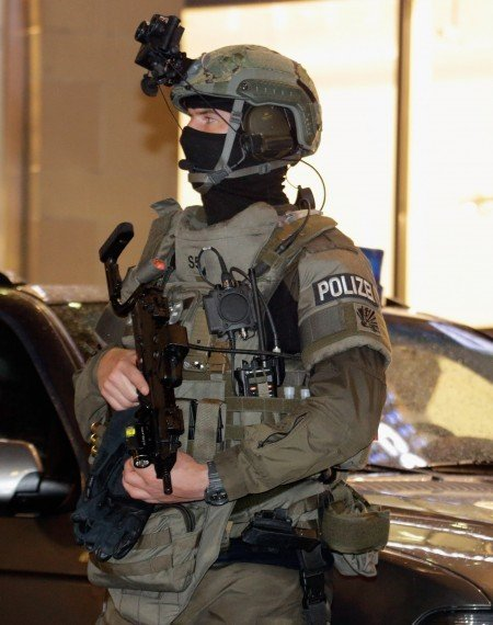 慕尼黑街頭荷槍實彈的警衛。(Johannes Simon/Getty Images)