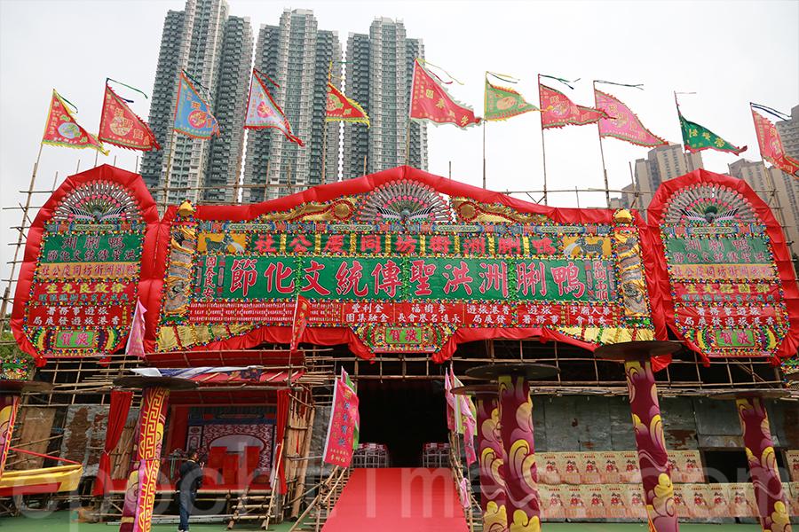 鴨脷洲洪聖傳統文化節戲棚。(陳仲明/大紀元)