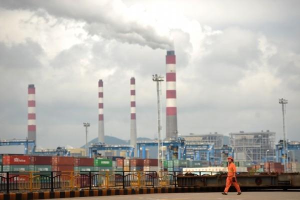中共「十八大」後已有多名「鋼老虎」落馬,其中就包括五大鋼企老總。圖為大陸鋼企。◇(AFP PHOTO/Peter PARKS)