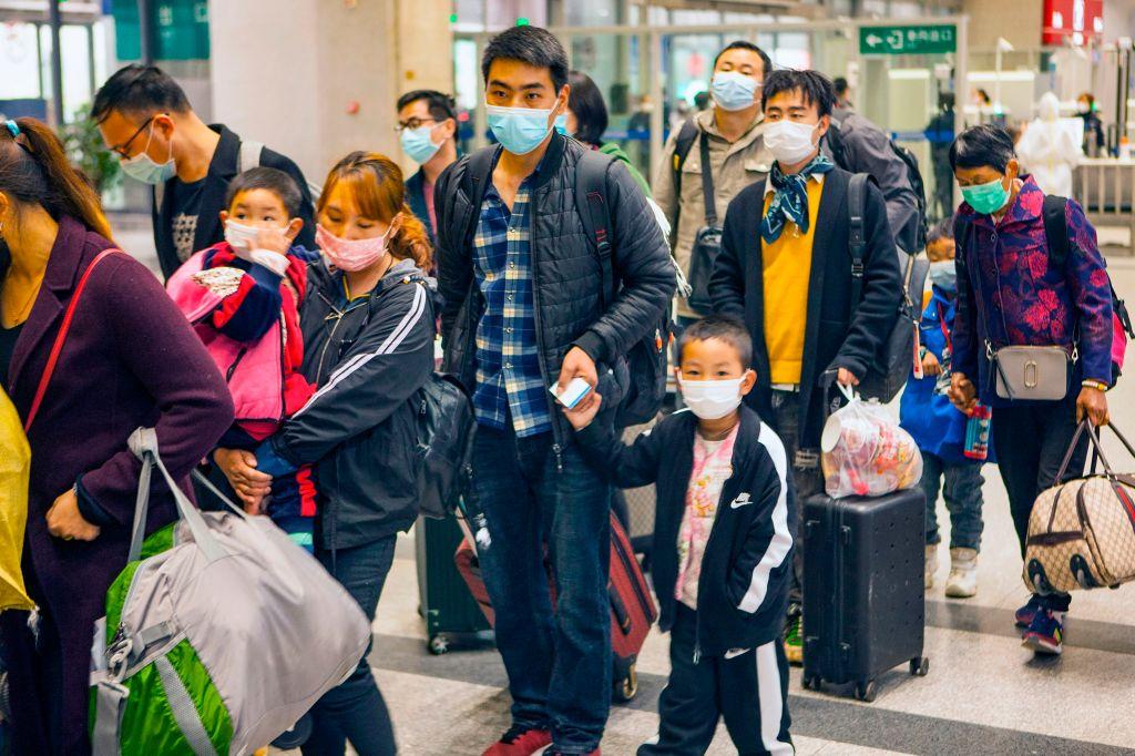 國際權威學術期刊《自然》20日發表報告,指出約六成的中共病毒(俗稱武漢病毒、新冠病毒)感染者是無症狀或者輕微症狀,但他們傳播病毒的能力並不低。研究指出,這些隱性感染者或將引發新一輪的疫情大爆發。(STR/AFP via Getty Images)