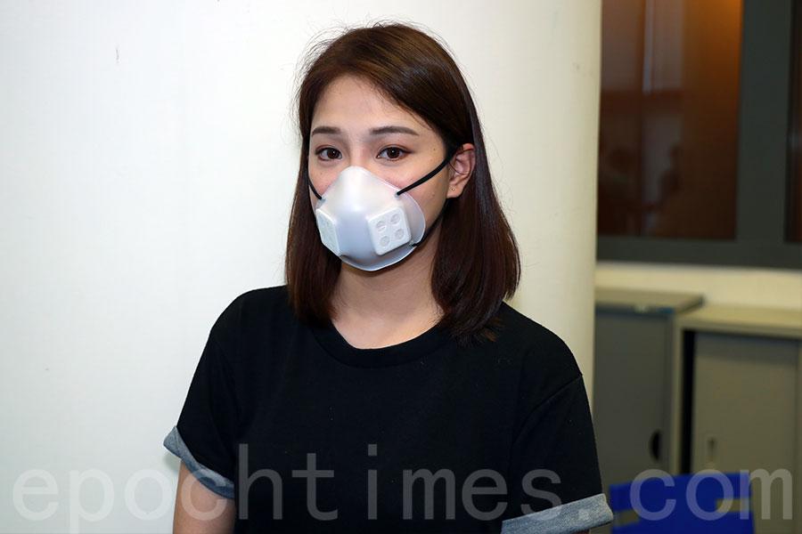 目前推出的「The MaskSaver」口罩以中學生、成人尺寸為主,隨後會按需要推出小童、幼童及加大版口罩。(陳仲明/大紀元)