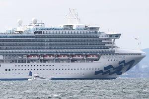 「鑽石公主號」檢疫消毒完畢 駛離橫濱港