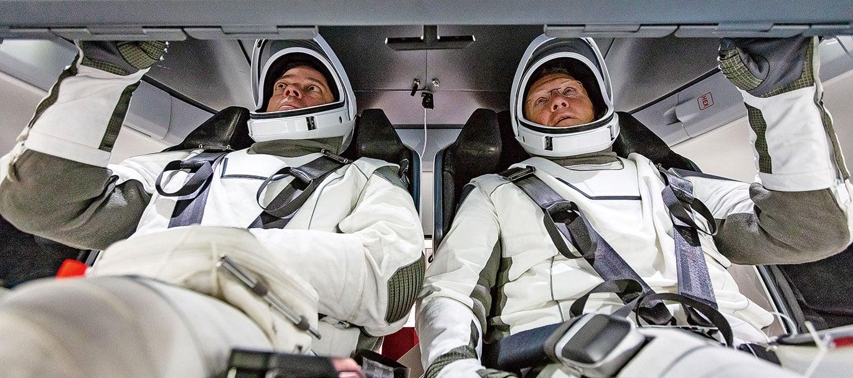 太空人Doug Hurley(左)和Bob Behnken,預定於5月下旬乘坐SpaceX的載人龍(Crew Dragon)太空船升空。(NASA)
