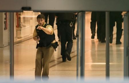 7月22日,德國慕尼黑一購物中心發生連環槍擊案。(STR/AFP/Getty Images)