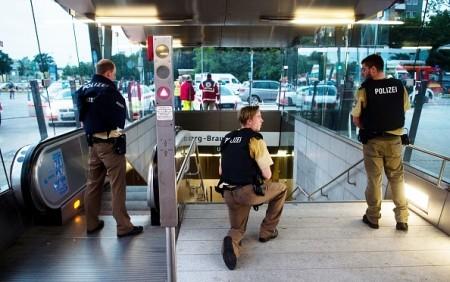 7月22日,德國慕尼黑一購物中心發生連環槍擊案。(LUKAS SCHULZE/AFP/Getty Images)