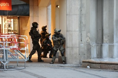 7月22日,德國慕尼黑一購物中心發生連環槍擊案。(ANDREAS GEBERT/AFP/Getty Images)