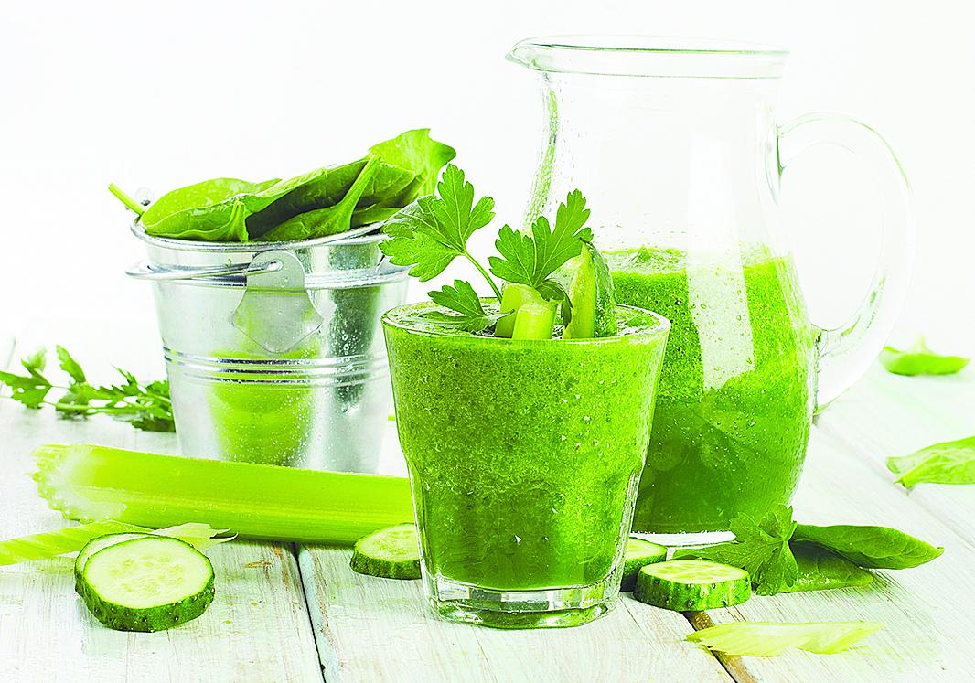 芹菜中的蛋白質含量比一般瓜果、蔬菜高出一倍,打製成果汁非常營養。