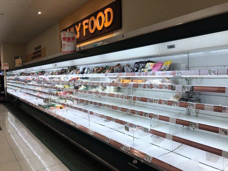 疫情跳漲2倍東京「軟封城」 超市被「洗劫一空」