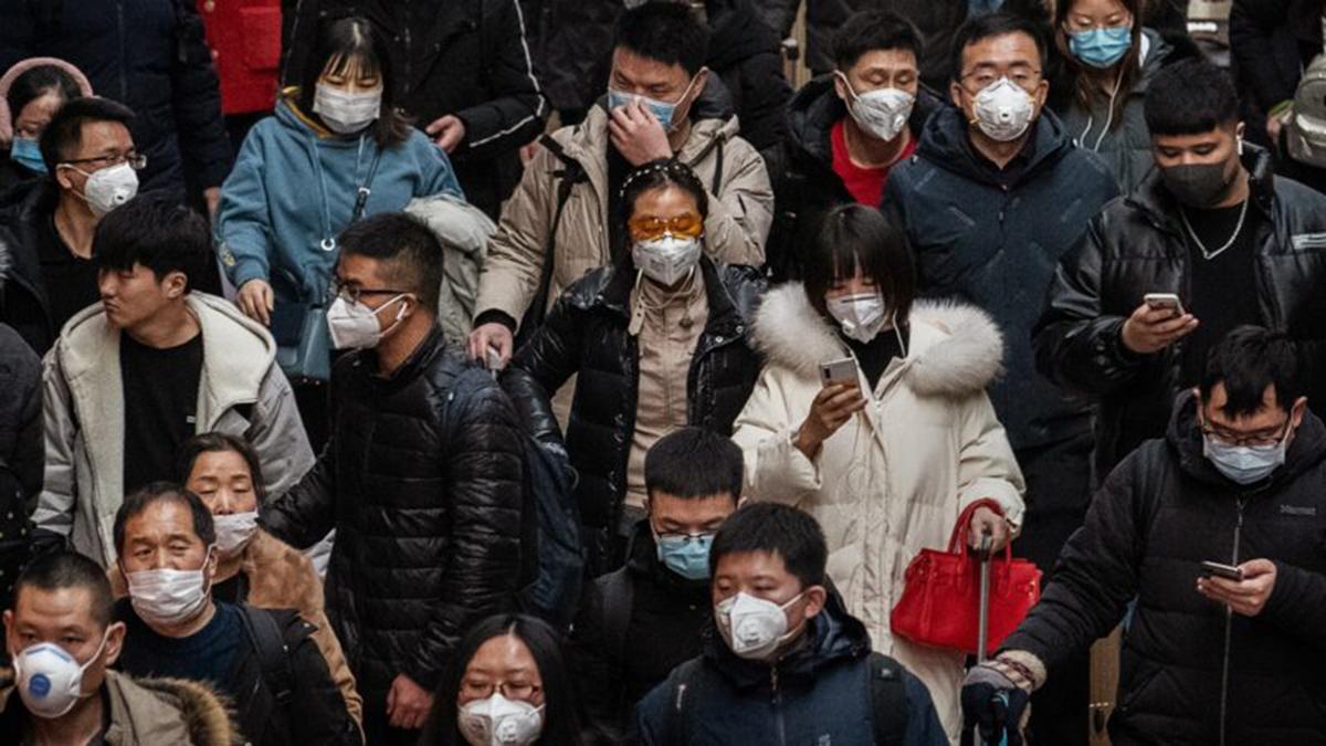 日前,北京知名畫家大車因創作有關中共肺炎疫情的諷刺漫畫《甩鍋》,遭北京公安深夜帶走威脅並訓誡。示意圖(Kevin Frayer/Getty Images)