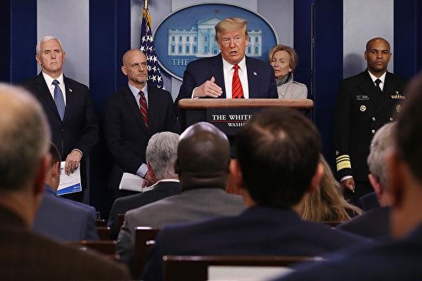 圖為3月19日,特朗普在疫情新聞發布會上講話。(Chip Somodevilla/Getty Images)