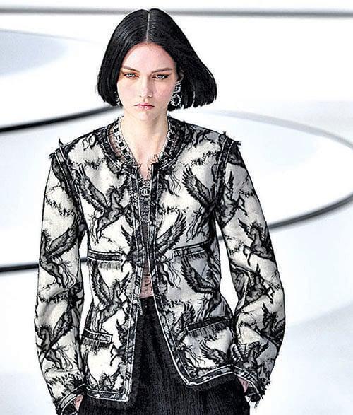 3月3日,香奈兒在巴黎舉行的2020~2021秋冬時裝展。(Getty Images)