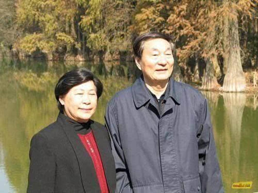 朱鎔基與其妻子勞安。(網絡圖片)