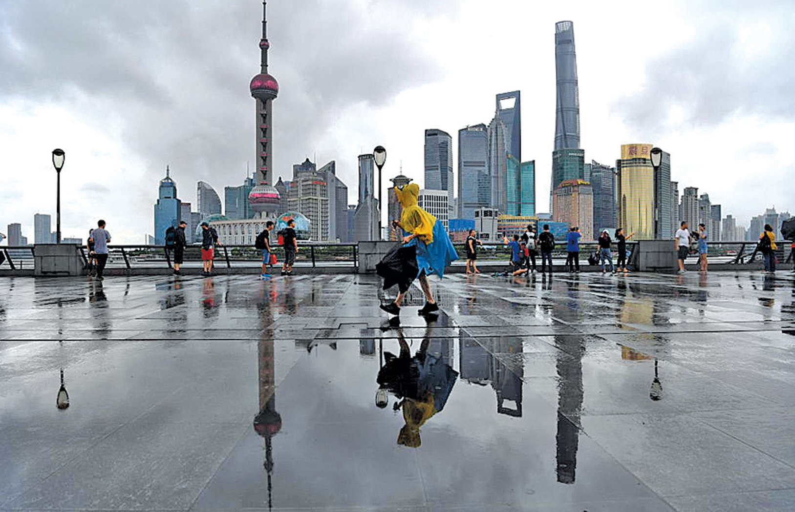 剛剛復業一兩周,上海中心東方明珠等旅遊景區宣佈從3月30日起臨時關閉。圖為上海外灘。(getty images)