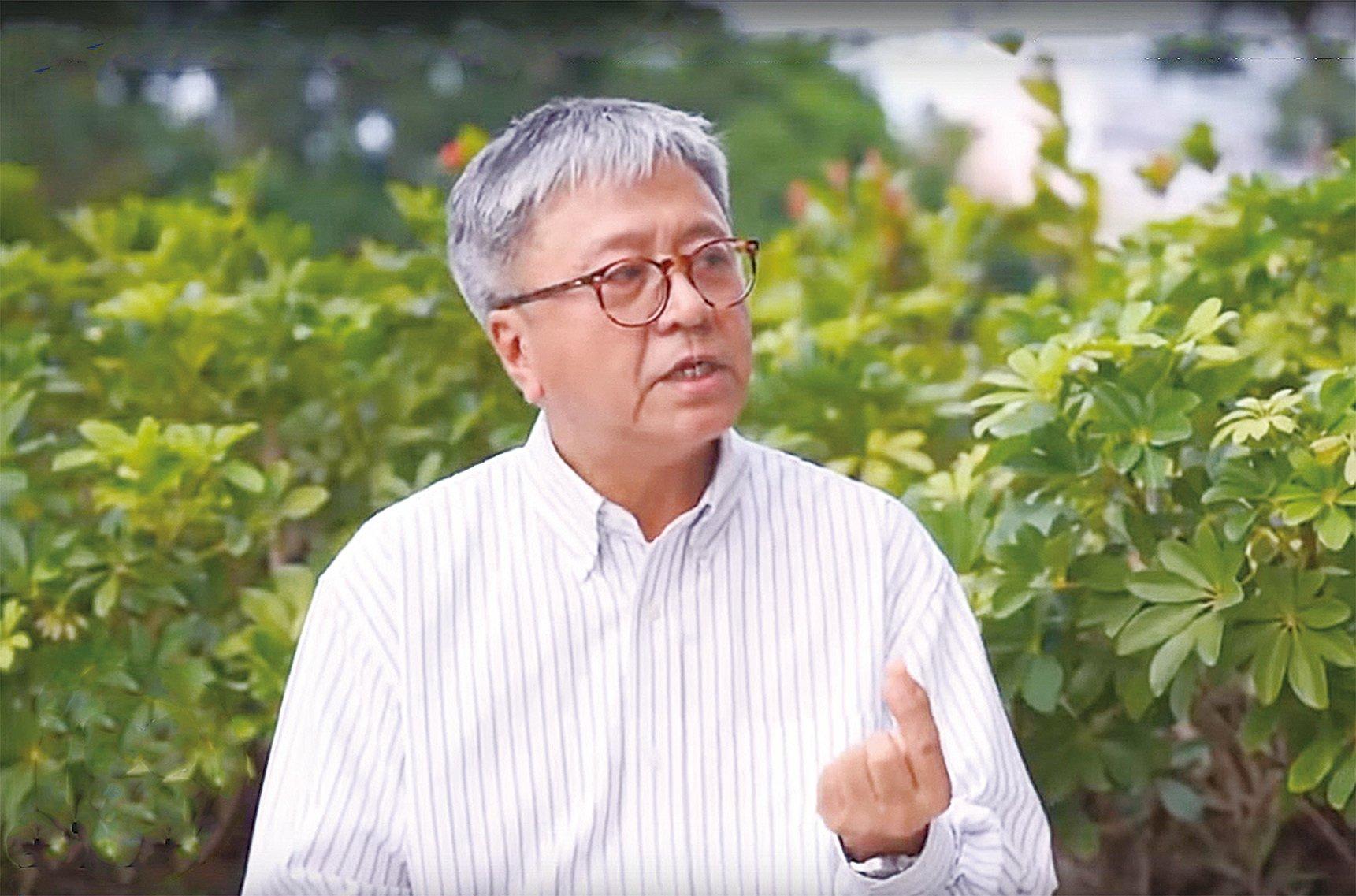 前香港中文大學哲學系教授張燦輝認為,不談政治違反哲理,可笑又難過。知識份子要有一份社會責任,要發聲。當更多人都願意講出真話,大家便會知道真相。(大紀元)