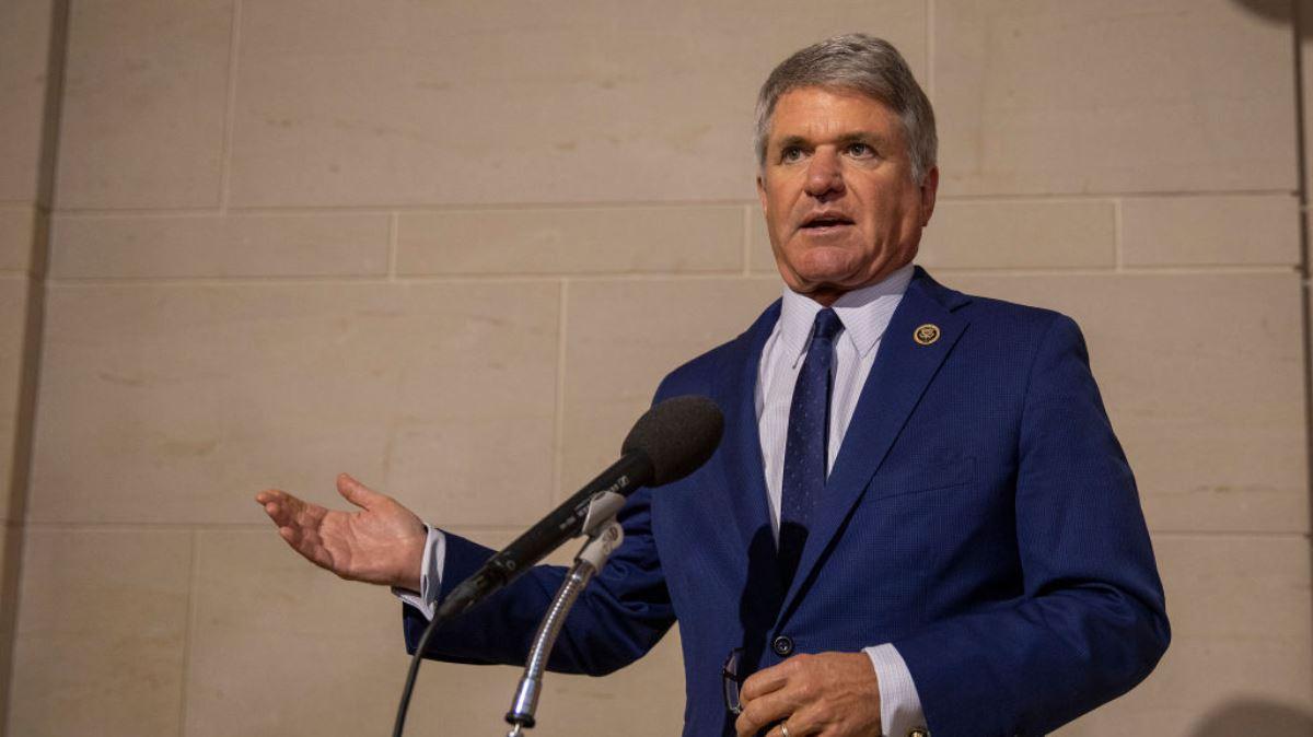 圖為美國眾議員邁克爾・麥考爾(Michael McCaul)於2019年10月15日向媒體發表講話。(Tasos Katopodis/Getty Images)