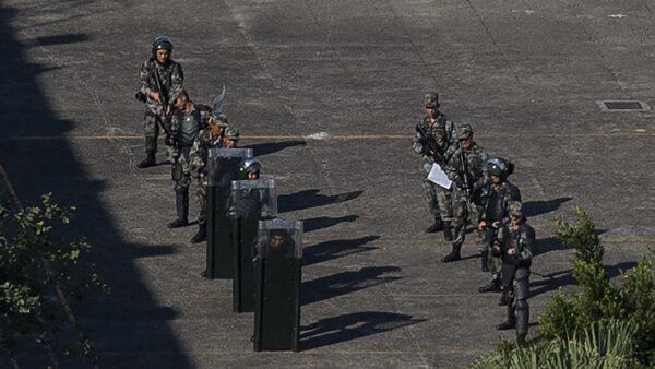 一位知情武漢居民披露,還有一個龐大的感染群體,一直壓著不報,成為了中共高度機密。示意圖( NICOLAS ASFOURI/AFP via Getty Images)