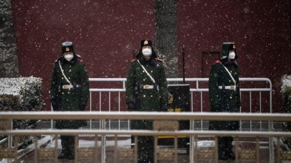 有消息稱,中共軍隊被疫情攻陷,軍隊暫時以涉軍事機密為由未向屬地通報疫情。(Kevin Frayer/Getty Images)