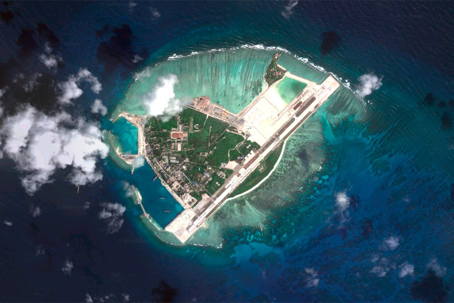 IHS詹氏防衛週刊報道,中國大陸在南海仲裁公布前兩天移走了南海永興島上的地對空飛彈。(Google地圖)