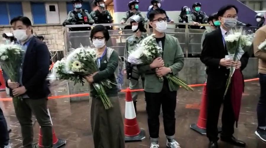 831太子站事件七個月 港人站外聚集獻花