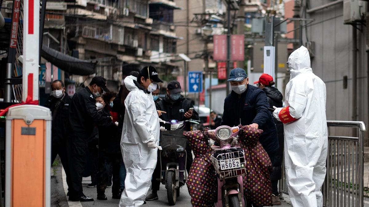 目前各省已加強無症狀感染者管理,更曝出「土匪綁票」手法,在街上直接綁人。示意圖(NOEL CELIS/AFP via Getty Images)